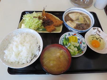 大鵬食堂 日替り定食(牛すき・めぎすフライ)¥700