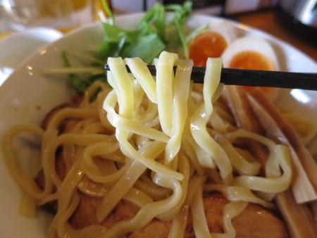 らぅめん縁 濃厚つけ麺(中盛り、叉焼(チャーシュー)2枚トッピング) 麺アップ