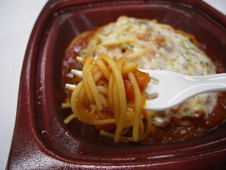 デイリーヤマザキ とろっとチーズのトマトソーススパゲティ パスタアップ