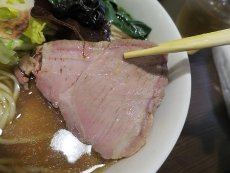 龍馬軒 塩煮干し中華ちゃーしゅーめん 豚叉焼アップ