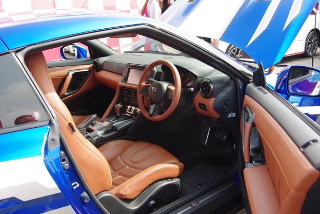 Nissan GT-R 座ったー