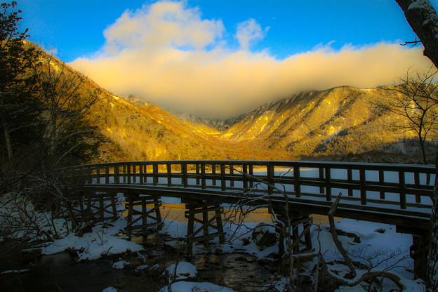 写真: 朝陽の架け橋
