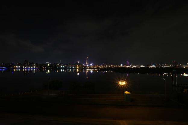 隔岸觀賞台北市夜景