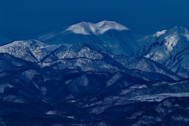 陽の当たる雪山