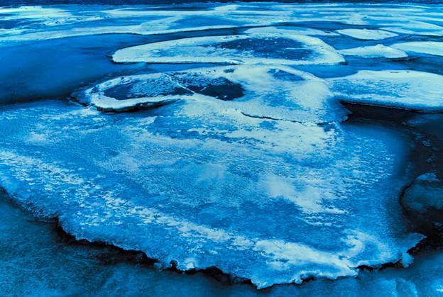 湖上の氷結