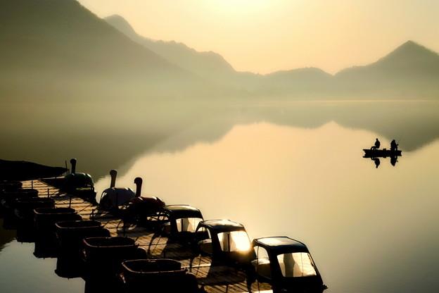 Photos: 早春の湖