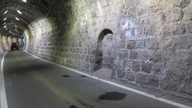 07小浜鉄道跡トンネル内 退避所がある。