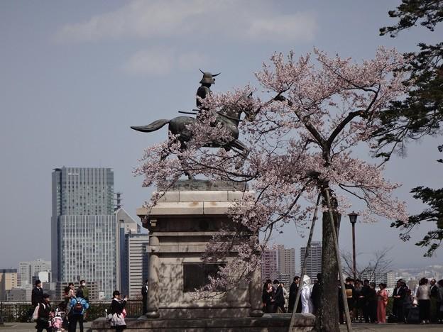 真宗公、仙台市内を眺める