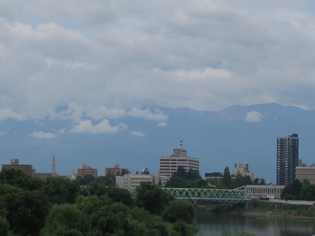 吾妻山方面の雲