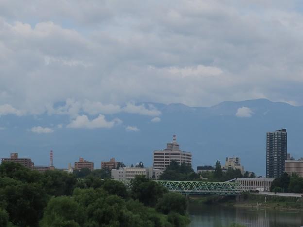 写真: 吾妻山方面の雲
