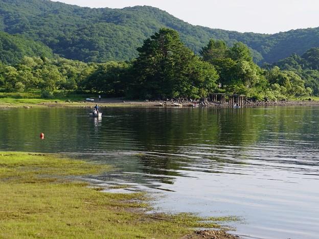 減水した桧原湖