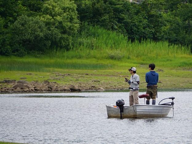釣り舟の親子