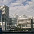写真: 横浜のビル