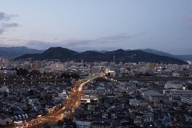 日没直前の福島市