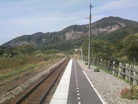 伊佐領駅ホームから新潟方面を見る