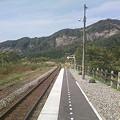 写真: 伊佐領駅ホームから新潟方面を見る