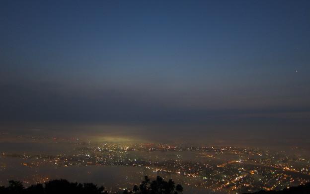札幌 黎明 3:10am、藻岩山山頂より