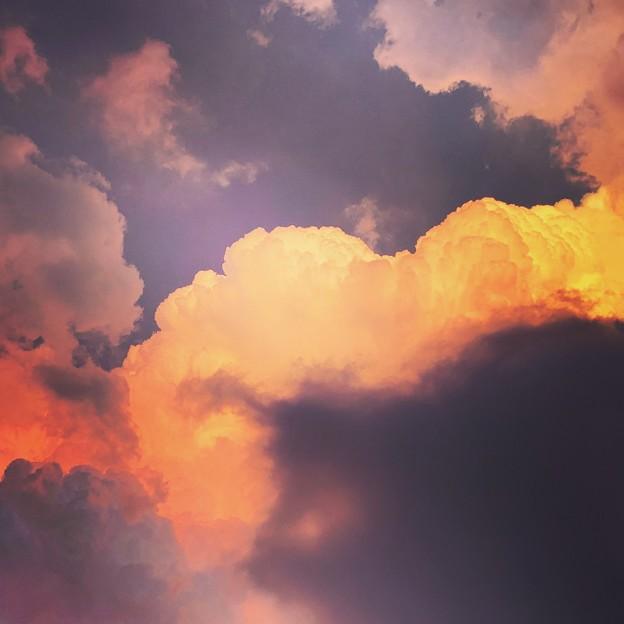 写真: 燃える空