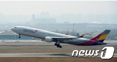 アシアナ航空、操縦中に言い争いをした機長を解雇=韓国