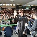 ヨン様が2度目の来日をしたときの成田空港の様子。ヨン様見たさにファンが大挙した(2004年11月撮影)
