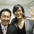 「太王四神記」のイベント時に舞台裏で写真を撮ったヨン様(右)と大村(大村本人提供)