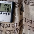 Photos: クーラー無しの室内温度。