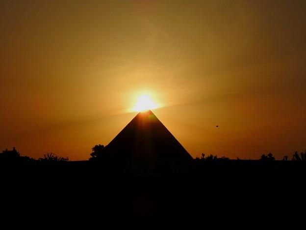 夕日がピラミッドに・・・だったらいいなっ^^;