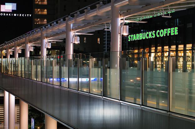 オフィス街の空中歩廊