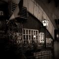 写真: 有楽町のガード下