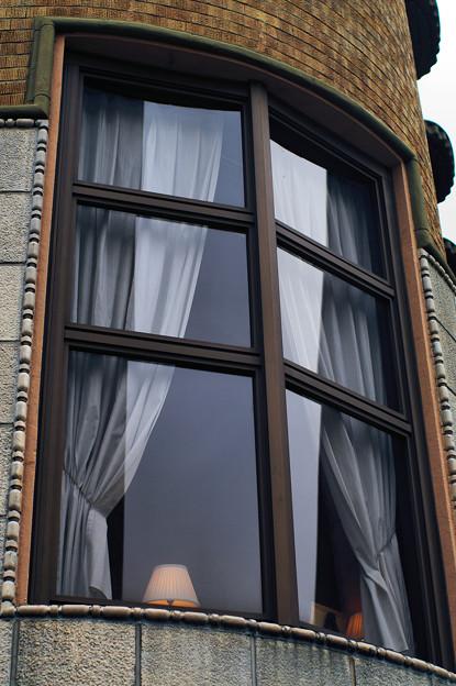 古の窓には