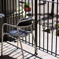 Photos: 広場を見詰める椅子