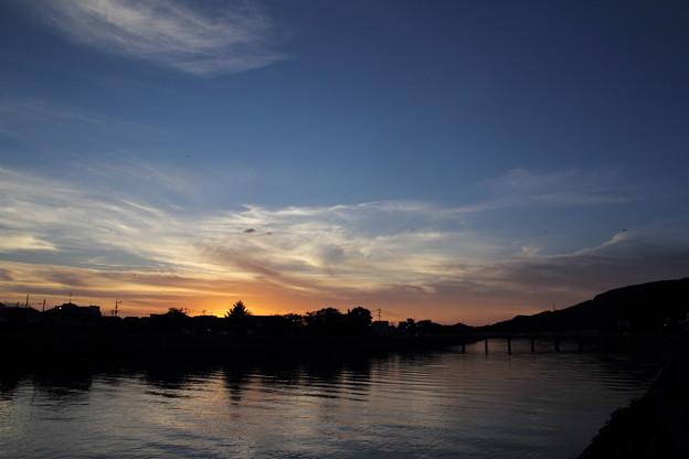 写真: 夕焼けになりそうだが
