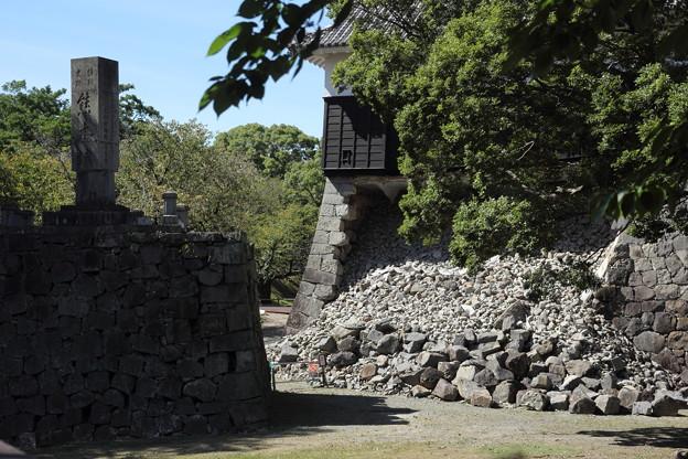 熊本城の石碑がくるっと回っている