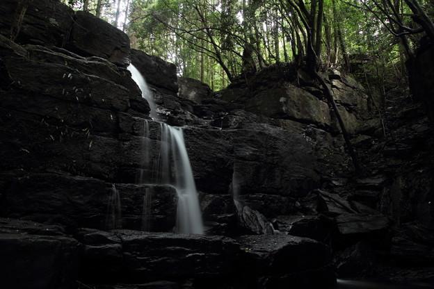 箱滝・・雨の後でも水が少ない
