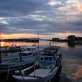 写真: 丸島漁港からの夕日