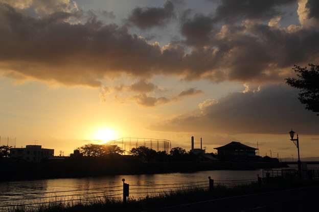 夕日・・水俣川下流