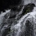 滝のしぶきの形