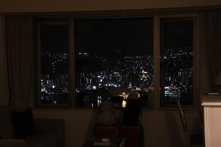 夜の長崎市を一望