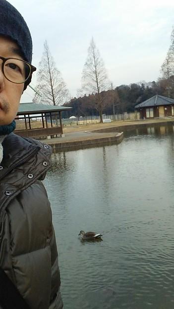 鴨と2ショット