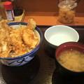 写真: てんやで遅お昼。華味鶏(はなみどり)のとりつくね天丼、半熟玉子添え(*...