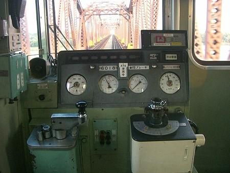 60B-運転台2