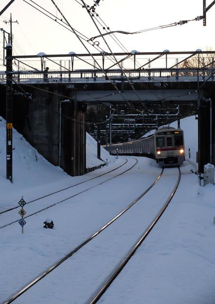 雪面に延びるレール