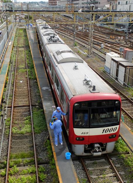 写真: 電車洗浄中
