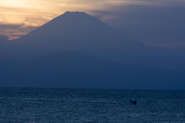 富士に見守られ