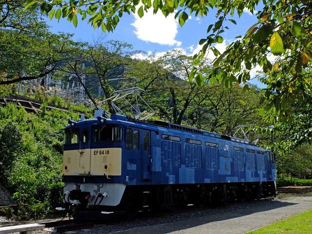 青い空、青い機関車
