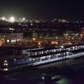 写真: 夜の貨物列車