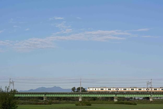 中央線と奥多摩の山