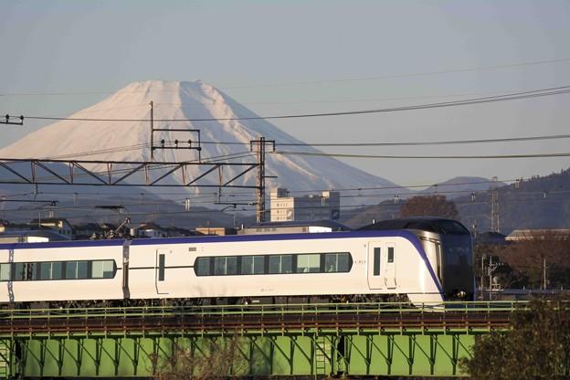 富士と列車の白さが増す頃