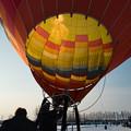 写真: 大空に舞う熱気球