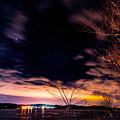 写真: 漆黒の湖